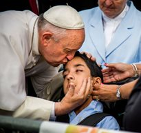 pope francis blessing boy